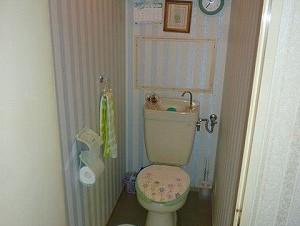 マンショントイレの改装工事 TOTO製編施工前